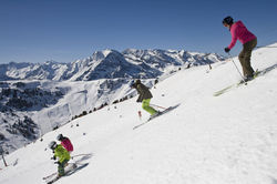 [Translate to English:] Skifahren im Zillertal