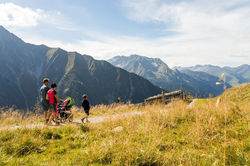 [Translate to English:] Wandern im Zillertal